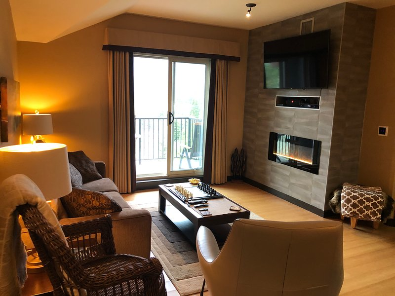 Private Luxurious Penthouse suite. 2 Bedroom 2 Bathroom Spacious Home from Home, location de vacances à Les Rocheuses canadiennes