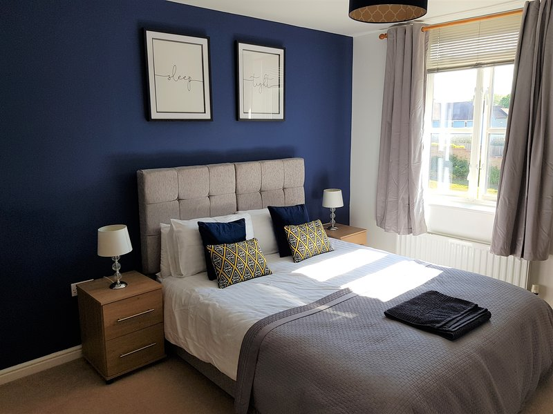 Serenity Stays Willow - A lovely 2 bed, 2 Bath apartment overlooking Abbey Field, holiday rental in Birch