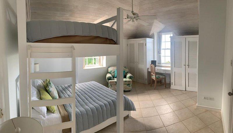 Deluxe Apartment on idyllic Mullins Beach, location de vacances à Mullins