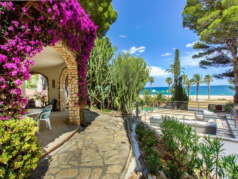 Villa La Botanica Majestic jardin pour familles ou amis jusqua 12 personnes, alquiler de vacaciones en L'Hospitalet de l'Infant