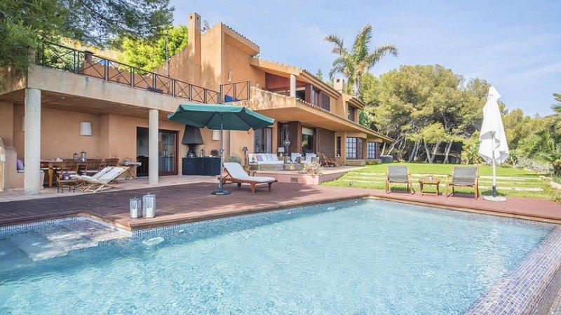 Luxury Villa in Tamarit - Villa Quietud, holiday rental in La Riera de Gaia