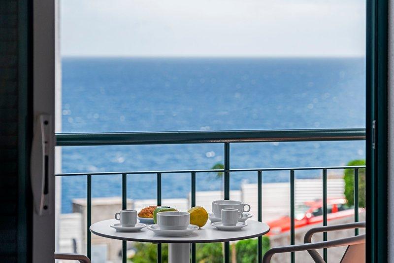 By the sea, Reis Magos IV, vacation rental in Estreito de Camara de Lobos