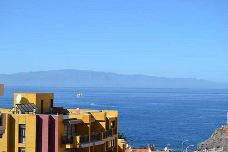 Vista del mar y la isla de la Gomera