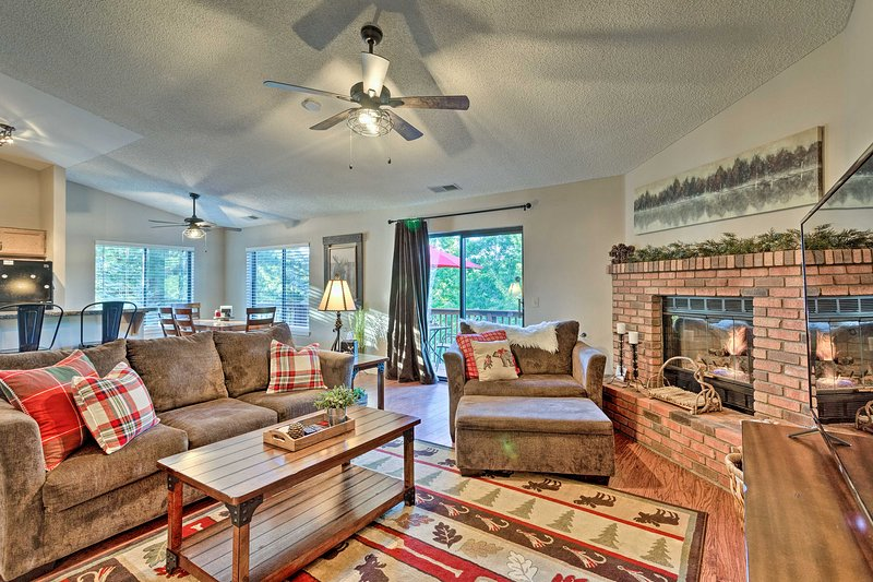 Continental Country Club Condo w/ Private Balcony!, holiday rental in Flagstaff