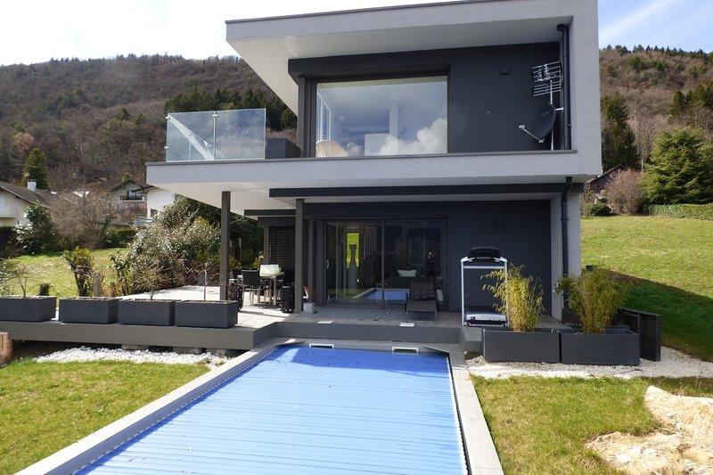 Villa de charme avec piscine, vue Lac à 10 minutes du centre ville, location de vacances à Sevrier