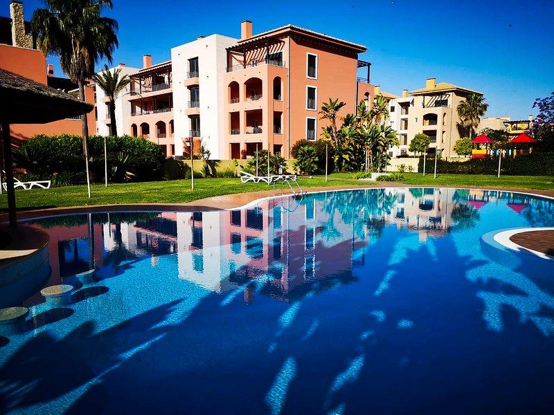 Victoria Townhouse 3 bedrooms en-suite, vacation rental in Vilamoura