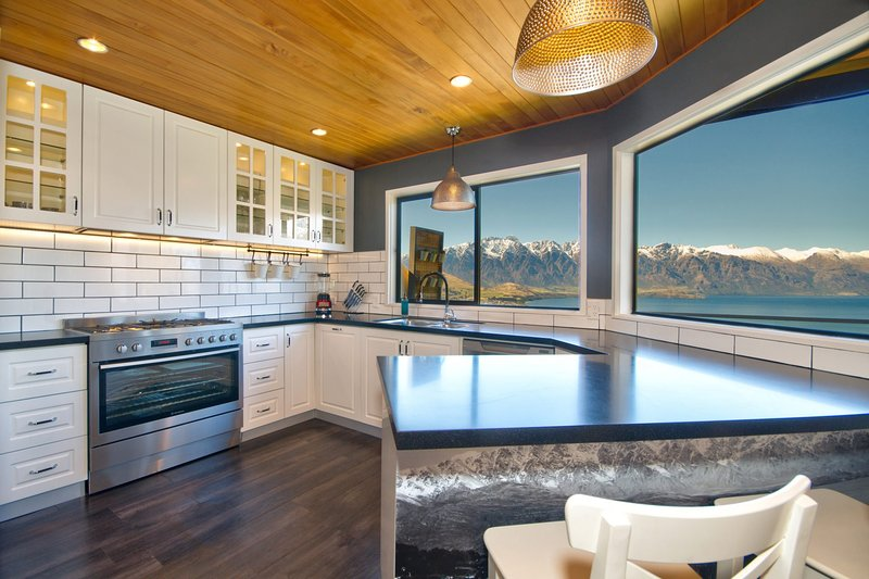 Greenstone Heights Holiday Home, holiday rental in Glenorchy