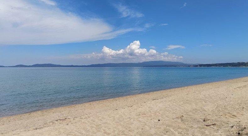 Ierissos Yro Seaside Retreat - Amazing beach, holiday rental in Ouranoupoli