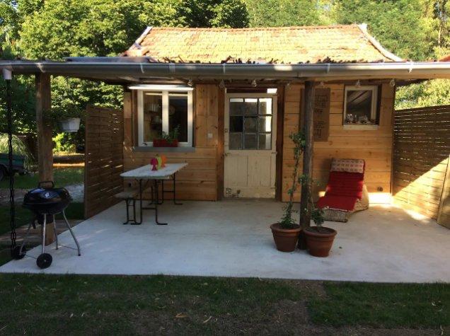 Beautiful chalet with garden & Wifi, location de vacances à Sanguinet
