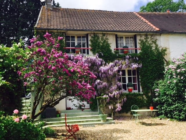 Beautiful house with garden & Wifi, vacation rental in Belleu