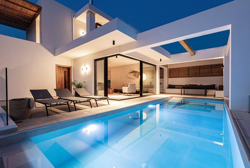 Villa Mayeia - Brand new, full privacy, heated pool, walking distance to Plakias, holiday rental in Mariou