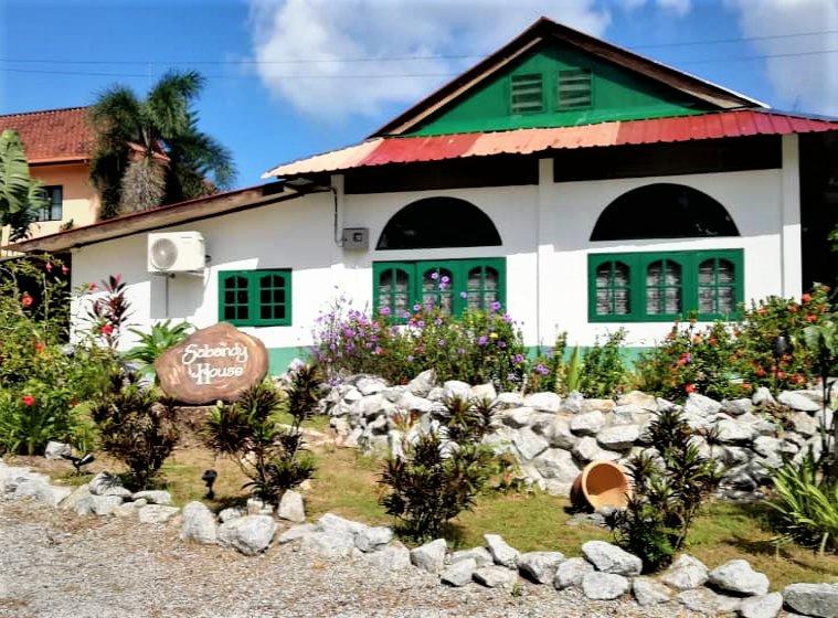 Sabandy Sunrise B&B, holiday rental in Pantai Cenang
