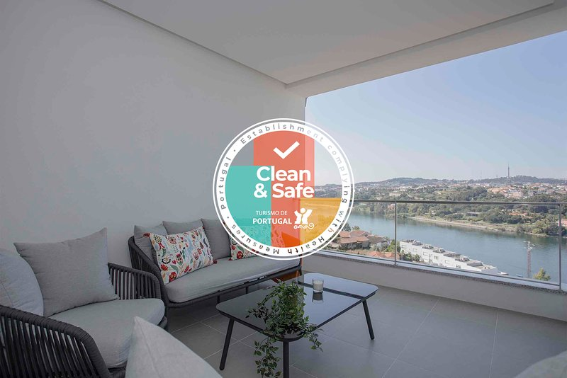 Liiiving in Porto | Luxury River View Apartment VI, vacation rental in Valongo