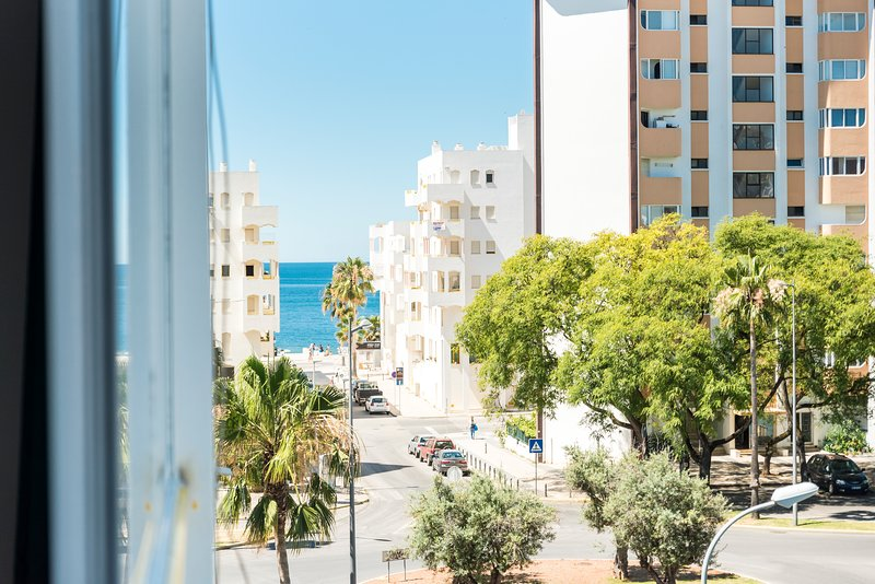 By the Beach apartment all renovated, Ferienwohnung in Quarteira