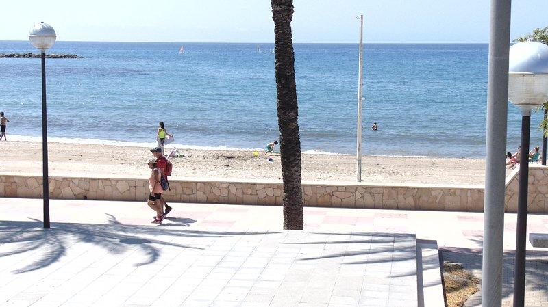 0407-Comodo apartamento con pk a 200 m. del mar, muy luminoso, vacation rental in L'Hospitalet de l'Infant