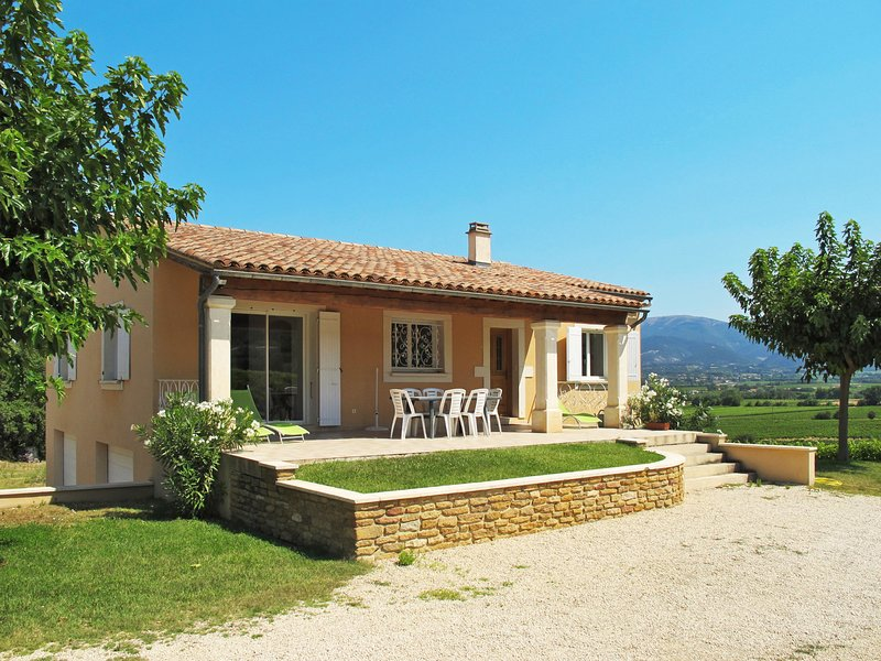Les Lilas Blancs (VRS205), vacation rental in Valreas