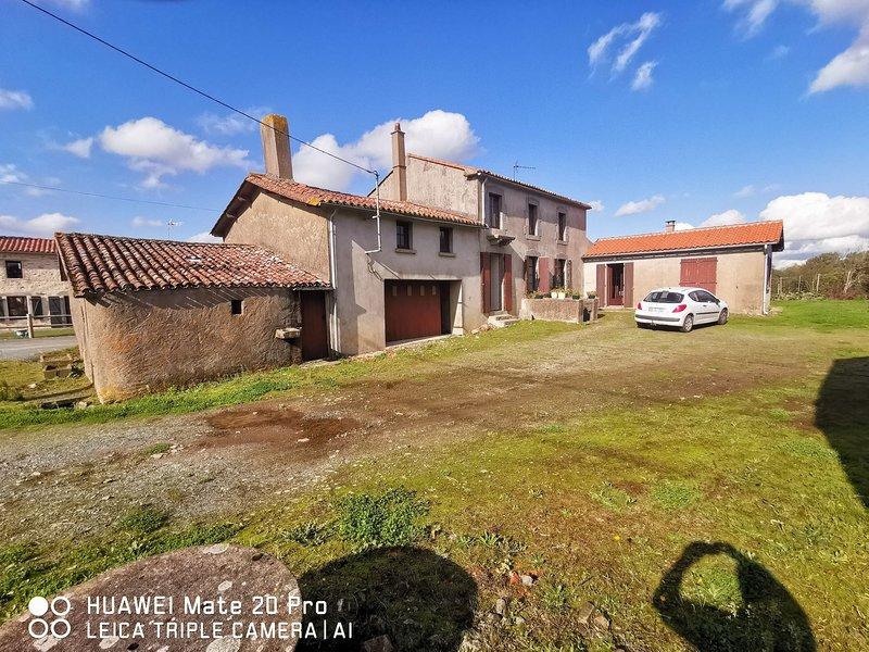 Le Hameau de la Detente - 3 Chambres 9 Couchages, holiday rental in Montournais
