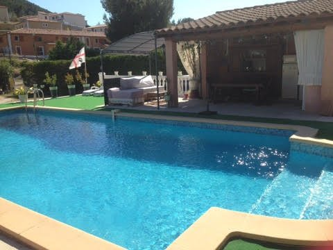 Nice apartment with shared pool, location de vacances à Roquefort-la-Bédoule