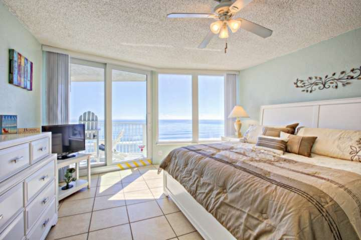 Family/Kid/Dog Friendly Oceanfront/Intracoastal Breathtaking Views! Car-free Bea, location de vacances à Daytona Beach Shores