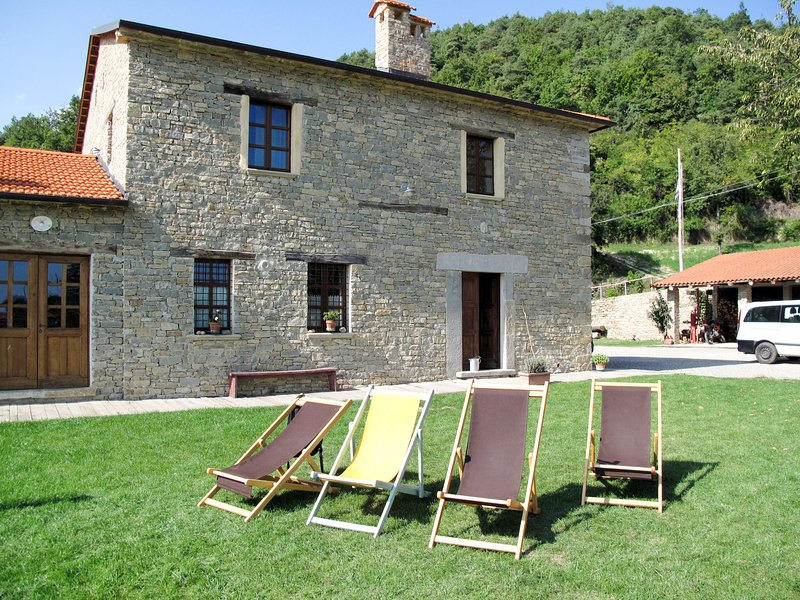 Appartamento Grande (CGM103), holiday rental in Olmo Gentile