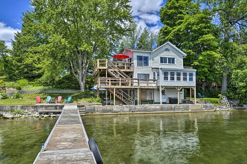 NEW! Family-Friendly Cayuga Lake Retreat w/ Dock!, holiday rental in Aurora