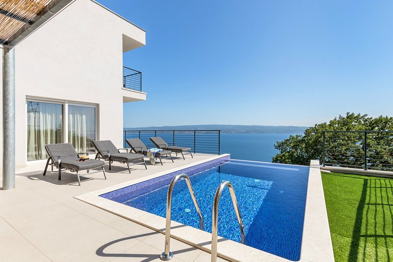 Villa Lipa with private, heated pool, sauna & amazing panoramic view