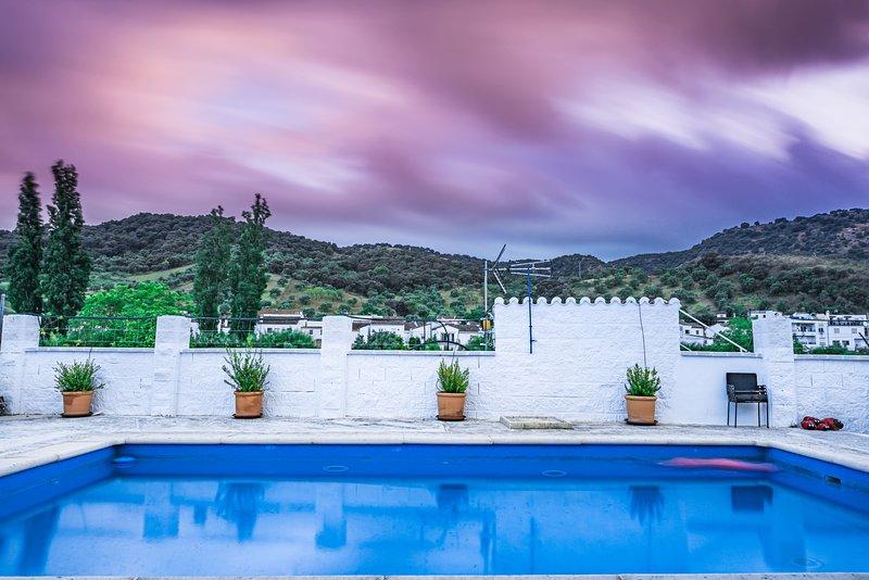 Maravillosa Villa Rural en plena naturaleza y cerca del pueblo., holiday rental in Benarraba