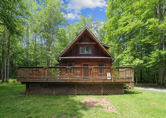 Beautiful log home recently remodeled is a nature sanctuary. Merlin's Beard!, aluguéis de temporada em Vale do Canaã