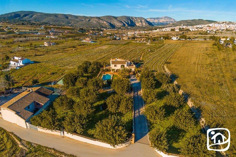 Teulada Villa Sleeps 7 with Pool Air Con and Free WiFi - 5828285, aluguéis de temporada em Teulada
