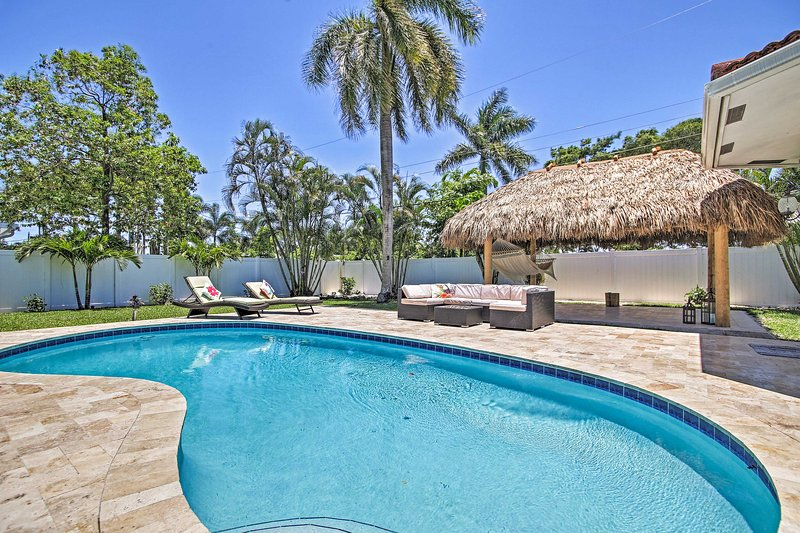 Quiet Tropical Oasis w/ Pool - 1 Mile to Beach!, location de vacances à Lighthouse Point