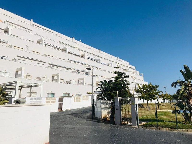 HACIENDA APARTAMENTO 2 DORMITORIOS CON WIFI, vacation rental in Roquetas de Mar