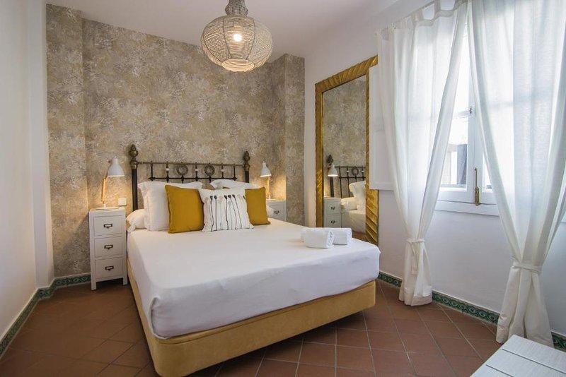 Apartamento Premium dos dormitorios con terraza, holiday rental in Lora del Rio