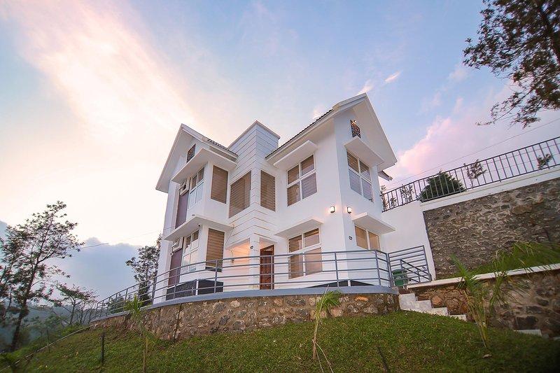 Casa Zaka by Vista Rooms, vacation rental in Kanchiyar