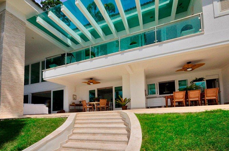 Ang046 - Beautiful beachfront mansion in Angra dos Reis, location de vacances à Saco do Ceu