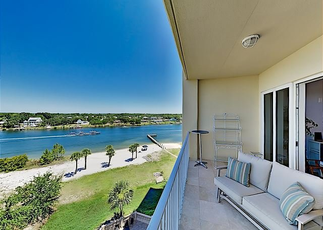 Stunning All-suite Getaway on Intracoastal | Pool & Private Beach | Near Golf, alquiler de vacaciones en Lillian
