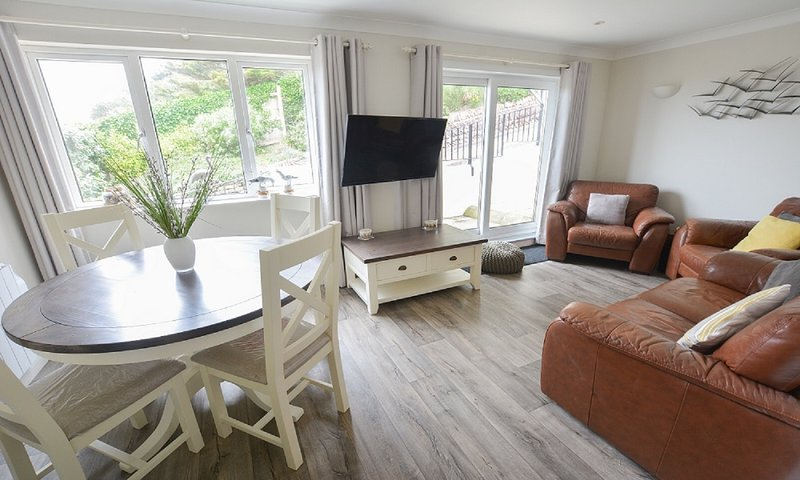 Clifton Court Apt 19 with Heated Pool, holiday rental in Saunton