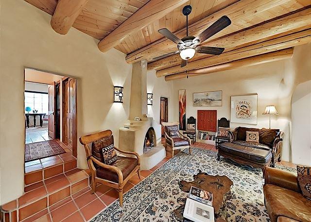 Alfred's Hacienda: Custom Home w/ 4 Kiva Fireplaces, Fenced Yard & Hot Tub, holiday rental in Penasco