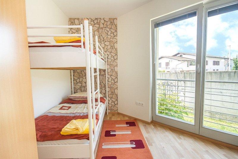 Rooms Ljubljana - Bunk bedroom, holiday rental in Polhov Gradec