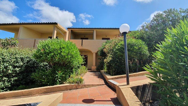 Holiday apartment Evergreen with terrace, alquiler vacacional en Paduledda