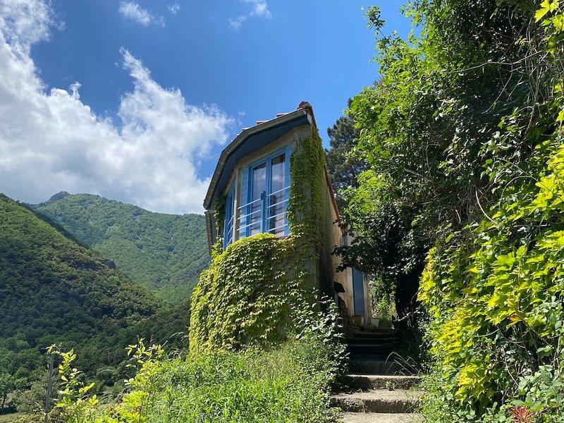 Romantisch huisje in de bergen!, vacation rental in Finestret