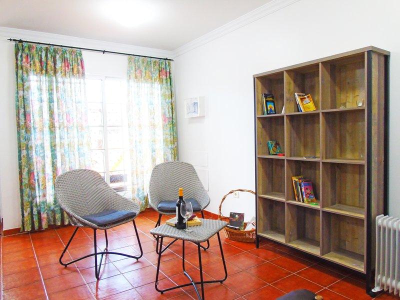 El Campanario House with WiFi & Netflix, casa vacanza a Guamasa
