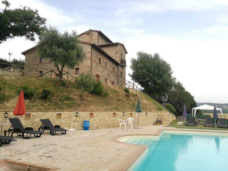 Camera Matrimonialedoppia Con Balcone Vista Piscina, holiday rental in Fratta Todina