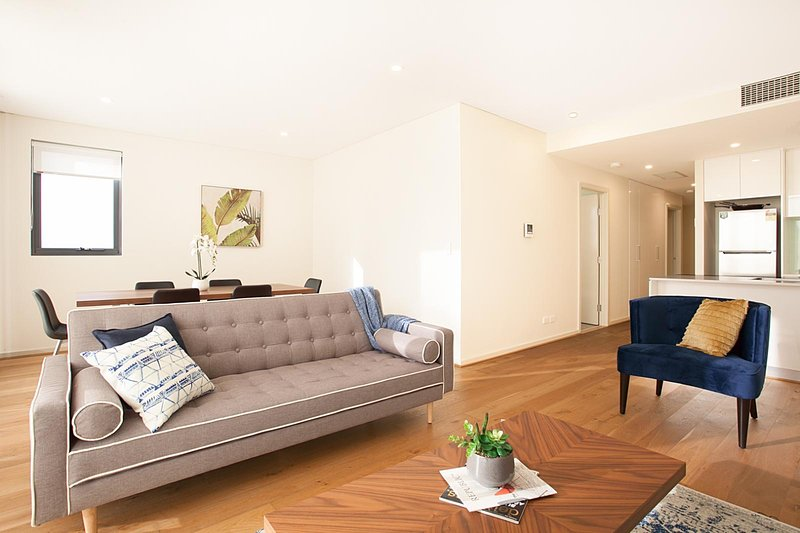 STAY&CO - Amazing 2BR Serviced Apartment in Crows Nest, holiday rental in Crows Nest