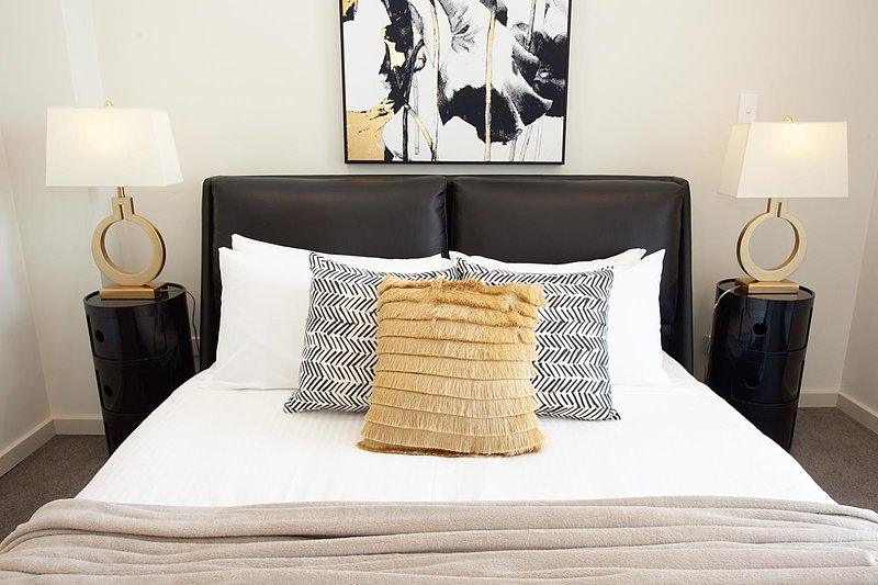 STAY&CO - Amazing 2BR Serviced Apartment in Crows Nest, holiday rental in Linley Point