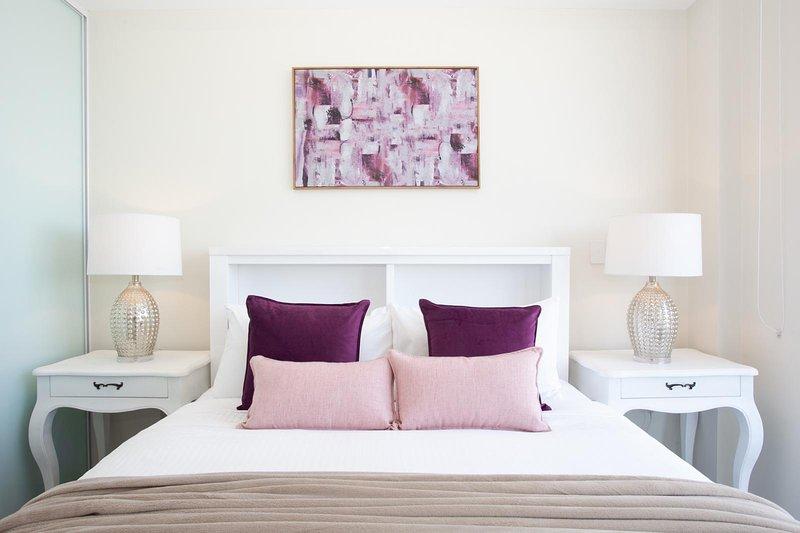STAY&CO - Amazing 3BR Serviced Apartment in Crows Nest, location de vacances à Lane Cove