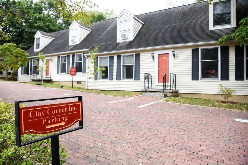 Entire Large House Quiet Neighborhood Blocks from Downtown & VT, location de vacances à Radford
