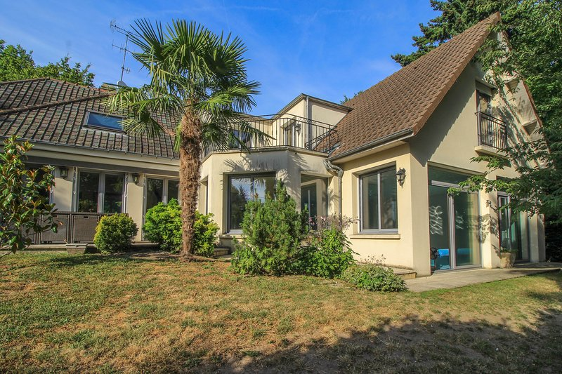 Villa 260m2 avec Piscine intérieure chauffée – semesterbostad i Thoiry