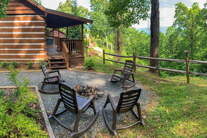 Karolina Cabin: Hot Tub & Amazing Smoky Mtn Views!, holiday rental in Nantahala Township