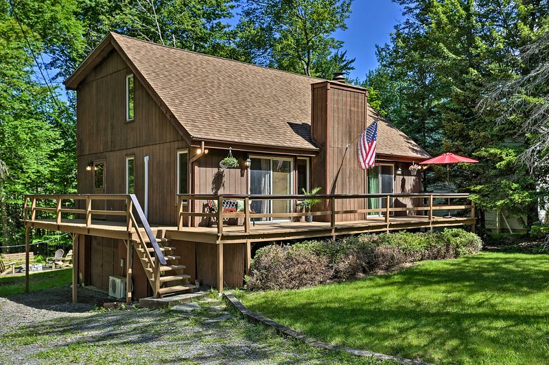 NEW! Tobyhanna Cabin w/Resort Amenities + Fire Pit, vacation rental in Tobyhanna