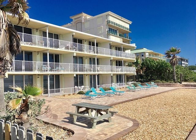 Direct Oceanfront 2 BR Condo! FULL Oceanfront Views, alquiler vacacional en Cocoa Beach